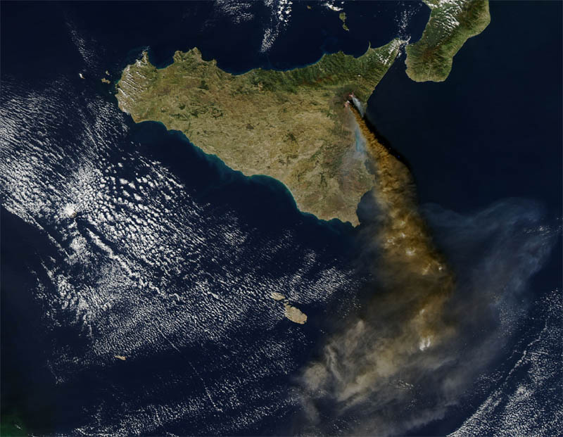 Photo:  photo satellite Volcano Etna Eruption