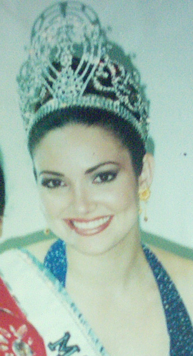 Photo:  Miss Universe 2001 Denise Quiñones, Puerto Rico