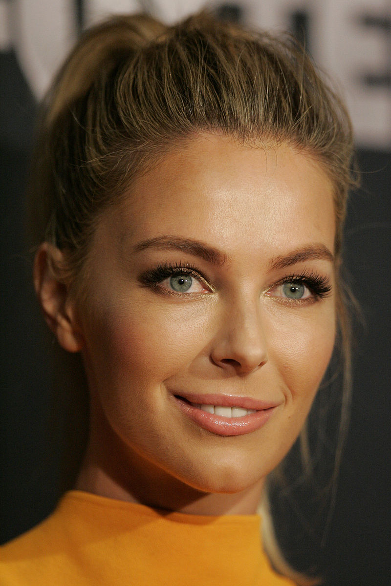 Photo:  Miss Universe 2004 Jennifer Hawkins, Australia
