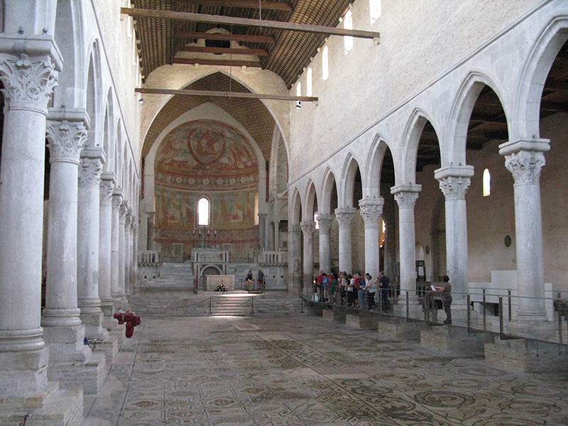 Photo:  interno_basilica_aquileia