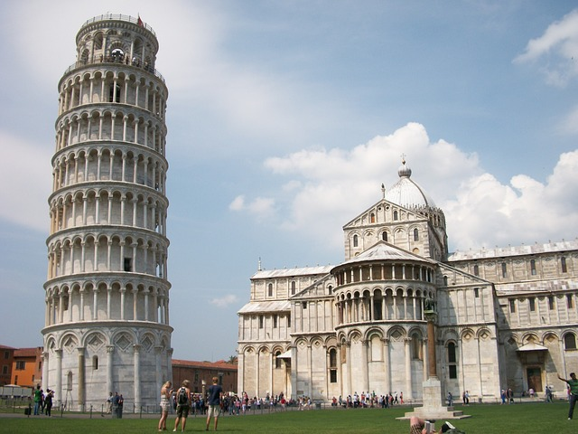 Photo:  italy-pisa-leaning-tower-city