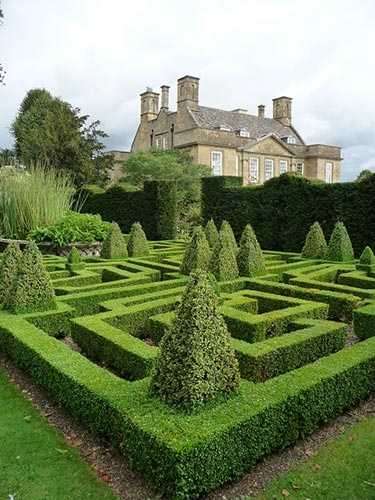 Photo:  Bourton House Garden