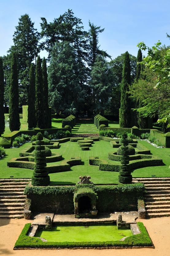 Photo:  French garden at Eyrignac