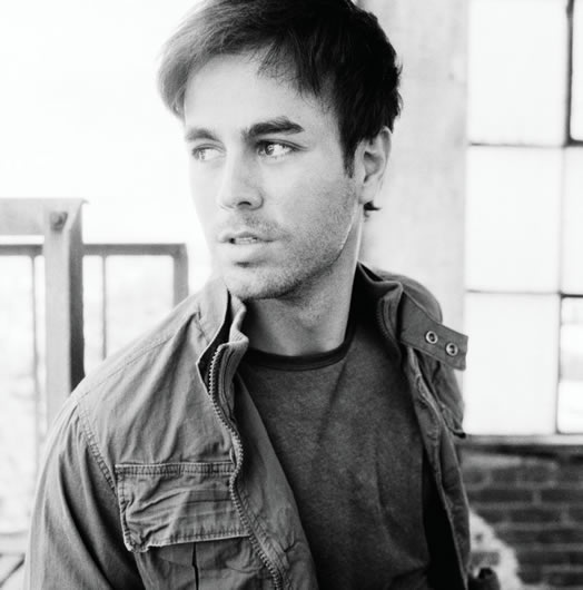 Photo:  Enrique Iglesias 10