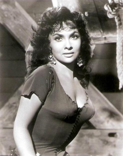 Photo:  Gina Lollobrigida 2