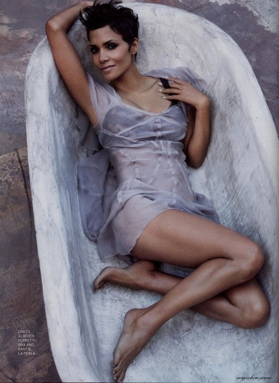 Photo:  Halle Berry 02