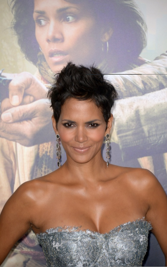 Photo:  Halle Berry 03