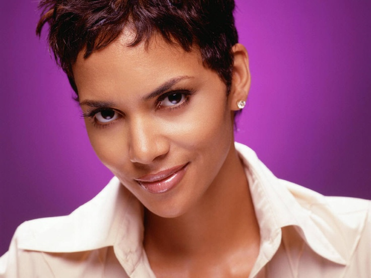 Photo:  Halle Berry 12