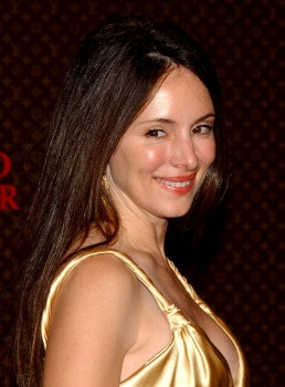 Photo:  Madeleine Stowe 06
