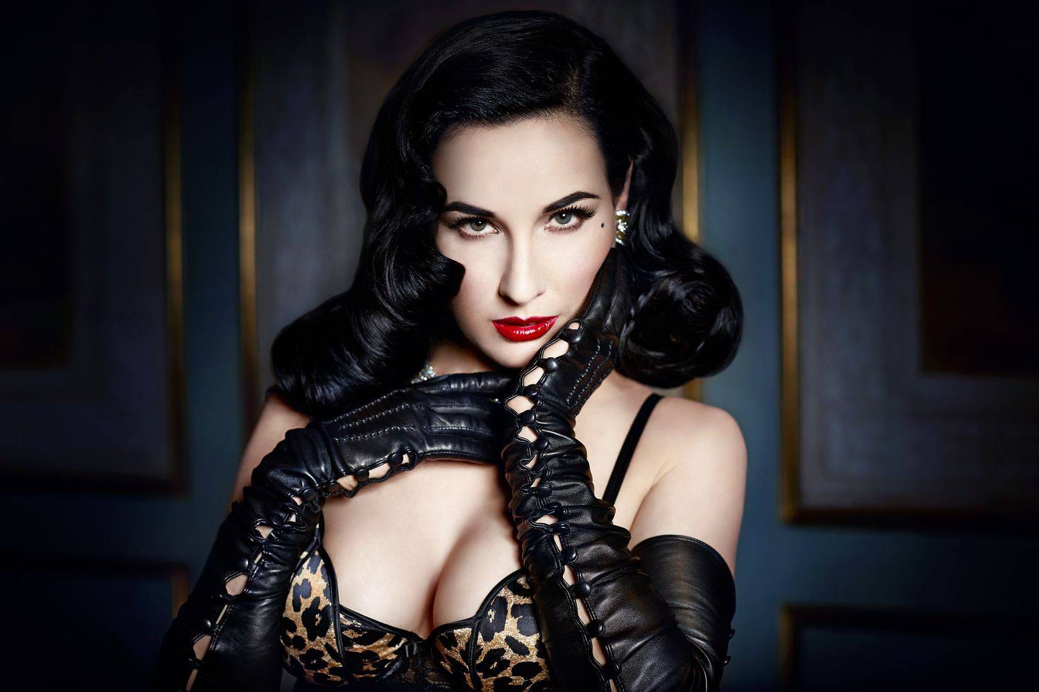 Photo:  Dita Von Teese 02