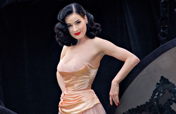 Photo:  Dita Von Teese 03