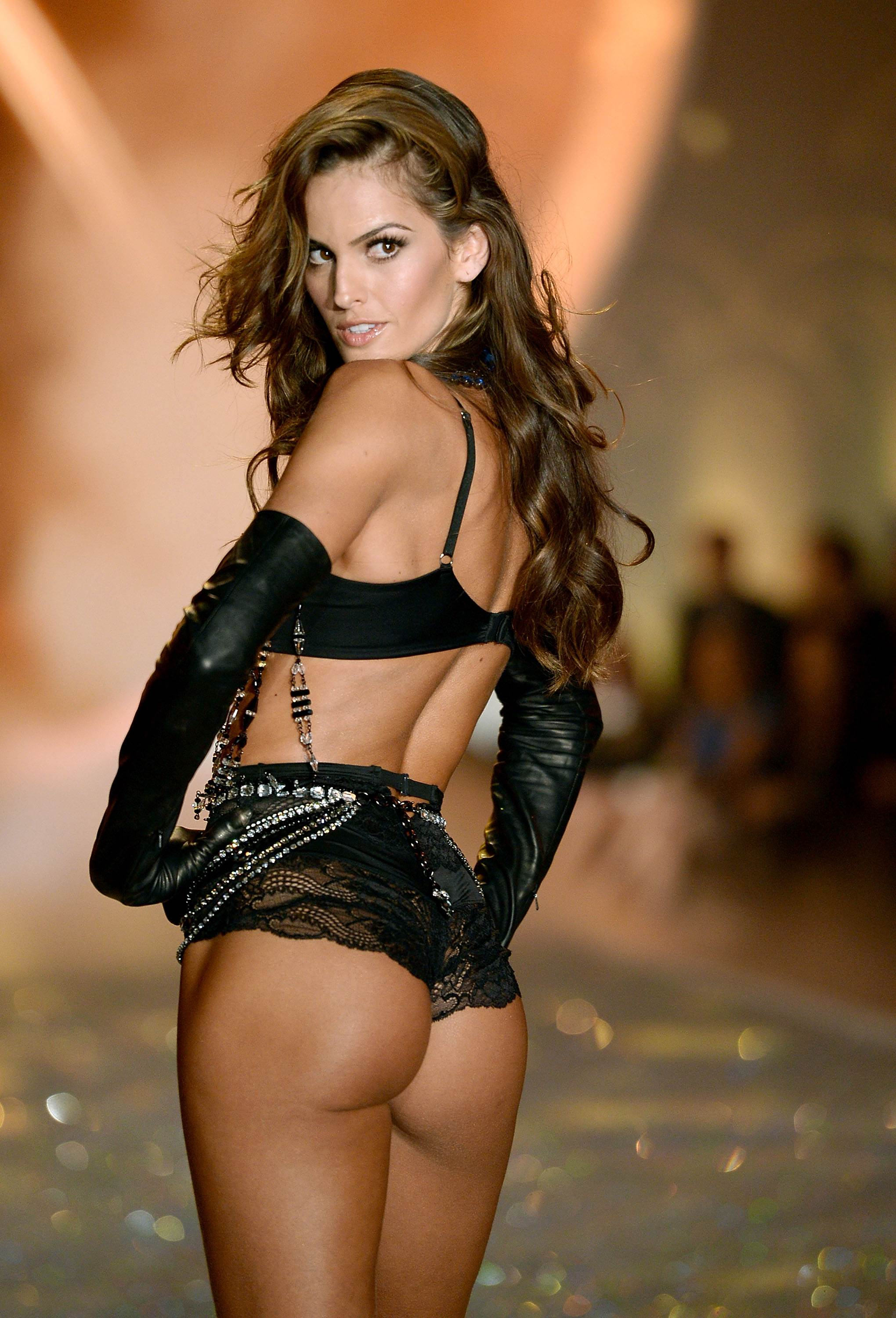 Photo:  Izabel Goulart 02