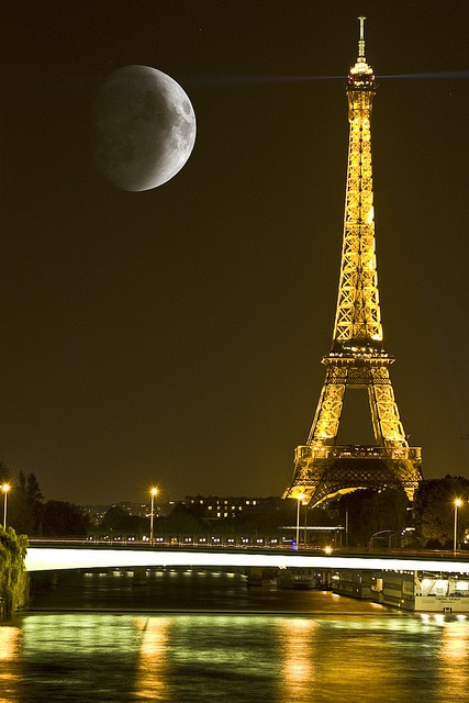 Photo:  moon eiffel