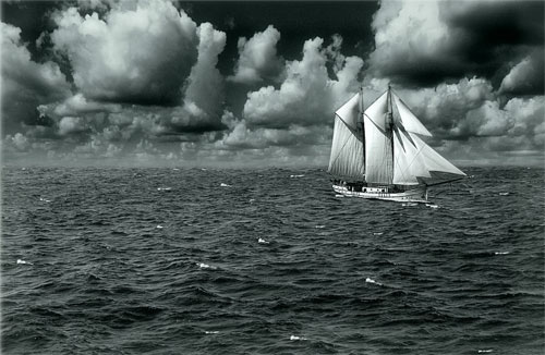 Photo:  boat with the cloud