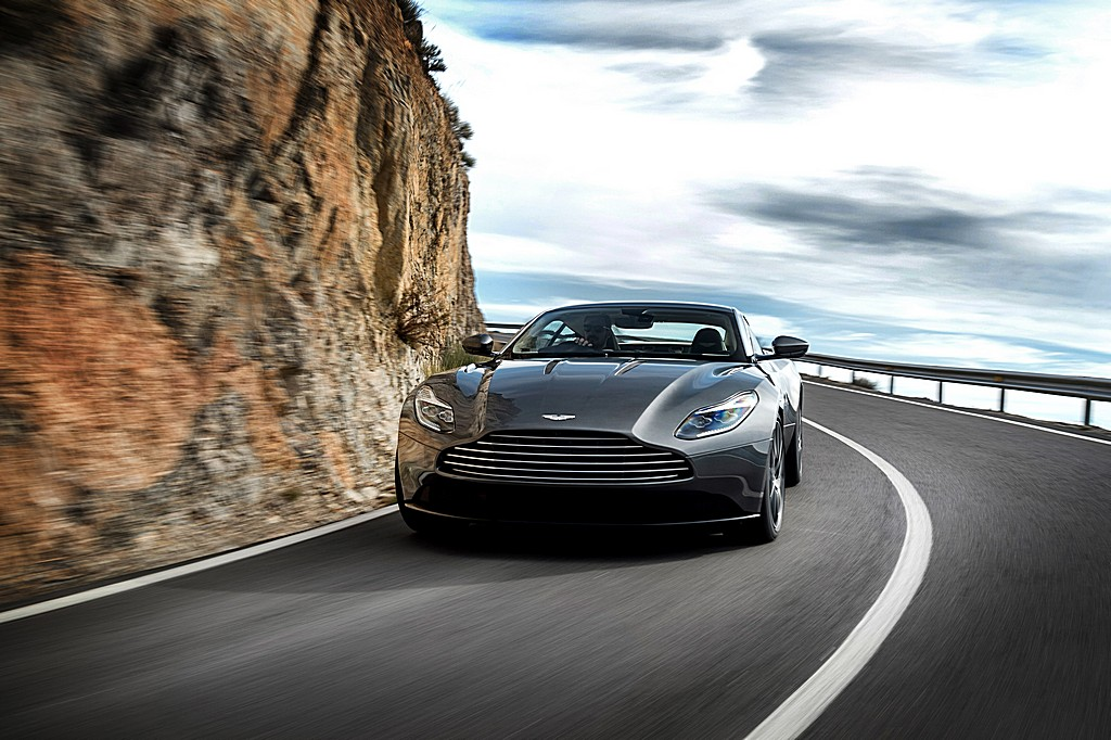 Photo:  Aston-Martin-DB11-Davanti-Dinamica