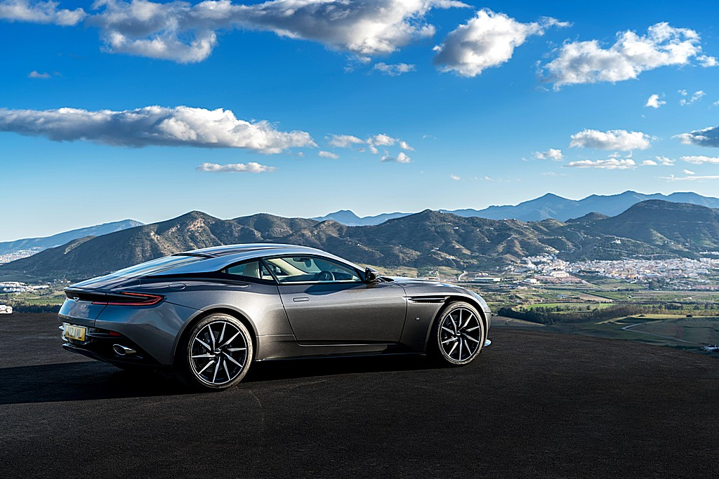 Photo:  Aston-Martin-DB11-Lato-Destro