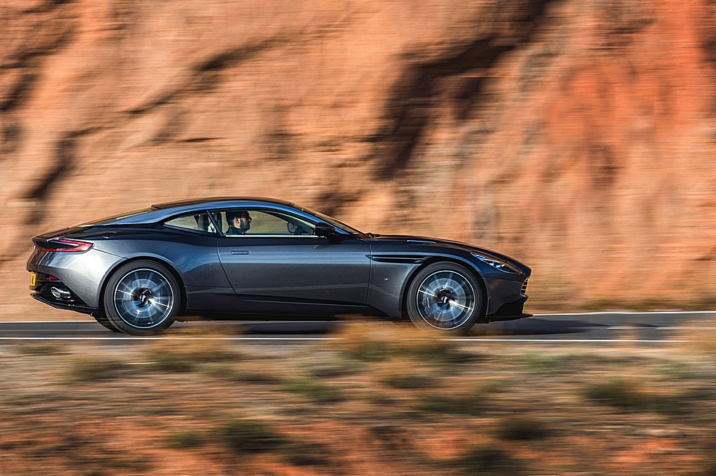 Photo:  Aston-Martin-DB11-Lato-Dinamica