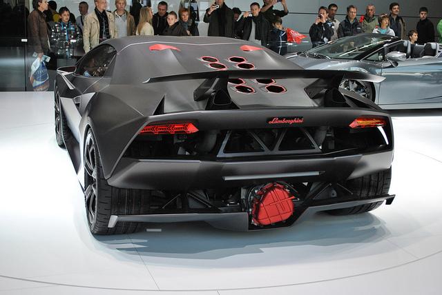 Captivating Lamborghini Sesto Elemento 03