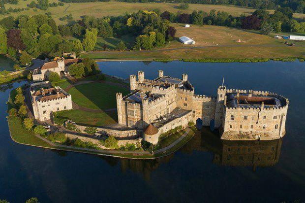 Photo:  England-Kent-Leeds-Castle-built-in-1119-620x412