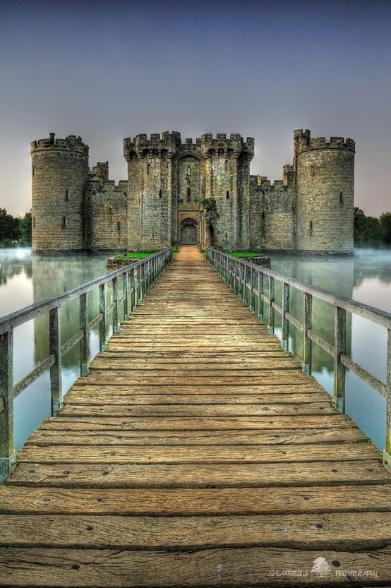 Photo:  Built in 1385, Bodiam Castle in East Sussex, England